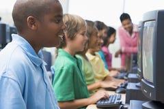 начальная школа компьютера типа Стоковое фото RF