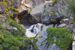 Начало реки Sarasvati, деревни Mana, Uttarakhand, Индии Стоковое фото RF