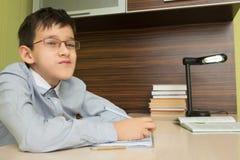 Начальная школа зрачка делает домашнюю работу Стоковое Фото