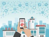 Начните концепцию фабрики Телефон в руке с кнопкой старта предпосылка промышленная Стоковое Изображение RF