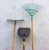 Начните работать весной время Лопаткоулавливатель, грабл, веник лист Стоковые Изображения