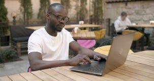 Начните работу ноутбука сток-видео