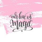 Наша влюбленность волшебна - вручите плакат литерности на розовом ходе p щетки иллюстрация вектора