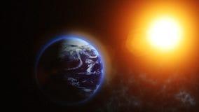 Наша земля планеты, солнце светит на земле планеты как увидено от космоса бесплатная иллюстрация