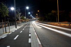 Нашивки автомобиля светлые на дороге стоковое изображение rf
