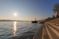 На банках реки Рейна в Майнце, Германия Стоковая Фотография