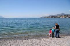 На береге женевского озера стоковые изображения rf