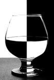 На белизне предпосылка черное стекло Стоковое Фото