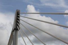 На боковых линиях моста неба стоковое изображение