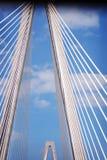 на борту принятого sc реки ravenel младшего бондаря charleston моста шлюпки arthur aka путешествуйте Мост в Чарлстоне, Южной Каро Стоковые Фотографии RF