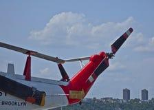 на борту uss вертолета службы береговой охраны бестрепетных Стоковые Изображения RF