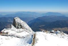 На верхней части горы снежка yulong Стоковые Изображения RF