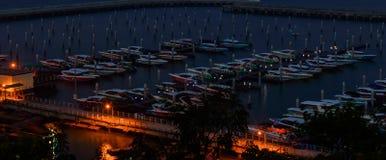 На взгляде ночи пляжа города Паттайя на точке зрения Pratumnak, Thail Стоковое Фото