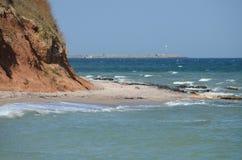 над взглядом берега моря стоковое изображение