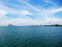 над взглядом берега моря Стоковые Изображения RF