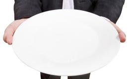 Над взглядом бизнесмена держит пустую белую плиту стоковое изображение rf