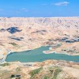 Над взглядом реки Mujib вадей и запруды Mujib Al Стоковые Изображения RF