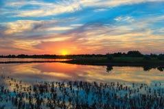 над водой захода солнца Стоковое Фото