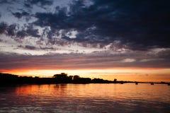 над водой захода солнца Стоковое Изображение RF