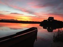 над водой захода солнца Стоковая Фотография RF