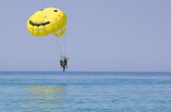 над водой parasailing Стоковые Изображения RF