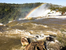 над водопадом радуги Стоковые Фотографии RF