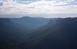 На голубой бдительности прогулки гранд-каньона гор стоковые фото