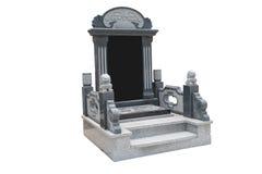 Надгробная плита уравновесила с каменными львами на белой предпосылке стоковая фотография