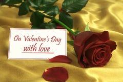 На день Valentineâs с влюбленностью Стоковое Изображение