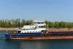 ` на Доне около деревни Romanovskaya, зона Волга-Дон 5017 ` корабля Сух-груза Ростова стоковое фото