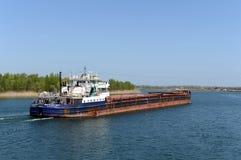 ` на Доне около деревни Romanovskaya, зона Волга-Дон 5017 ` корабля Сух-груза Ростова стоковая фотография