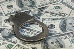 Надевает наручники наличные деньги ands Стоковая Фотография