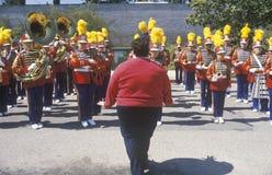 Над женщиной веса сразу военный оркестр, Pacific Palisades, Калифорния Стоковое фото RF