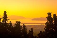 над желтым цветом захода солнца океана склонения эффективным Стоковые Изображения RF