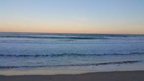 над заходом солнца моря Стоковые Изображения