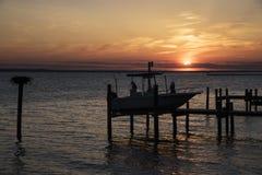 над заходом солнца реки Стоковая Фотография RF