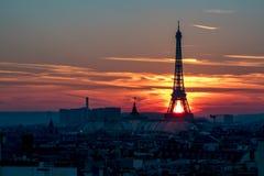 над заходом солнца paris Стоковое Изображение RF