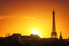 над заходом солнца paris Стоковые Изображения RF
