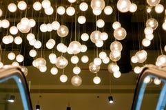 Надземные света в форме освещенных глобусов Стоковое Фото