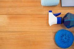 Надземный взгляд голубых бутылки и губки брызга Стоковая Фотография