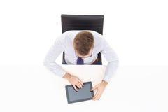 Надземный взгляд красивого бизнесмена работая с планшетом в офисе Дело и концепция офиса Стоковая Фотография RF