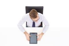 Надземный взгляд красивого бизнесмена работая с comp таблетки Стоковое Фото