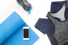 Надземный взгляд мобильного устройства, циновки йоги, одежды йоги Стоковое Изображение RF