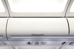 Надземный шкафчик на гражданских самолетах Стоковое Фото