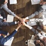 Наличие команды дела соединяет концепцию поддержки рук стоковое изображение