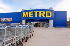 Наличные деньги МЕТРО & носят магазин самары стоковые изображения rf