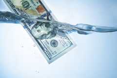 Наличные деньги отмывания денег противозаконные, доллары счета, тенистых денег, corru Стоковая Фотография