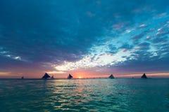 над красивейшим заходом солнца моря Принципиальная схема каникулы лета Стоковое Изображение