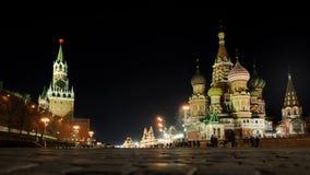 На наклоне на ночу - Москве ` s базилика Стоковая Фотография