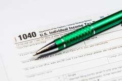 Налоговая форма 1040 США с ручкой и калькулятором Документ закона налоговой формы, Стоковое Фото